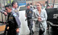 Blanca Stalling, magistrada de la Corte Suprema de Justicia al llegar a Torre de Tribunales para una diligencia judicial, cuando estaba en prisión preventiva. (Foto Prensa Libre: Hemeroteca PL)