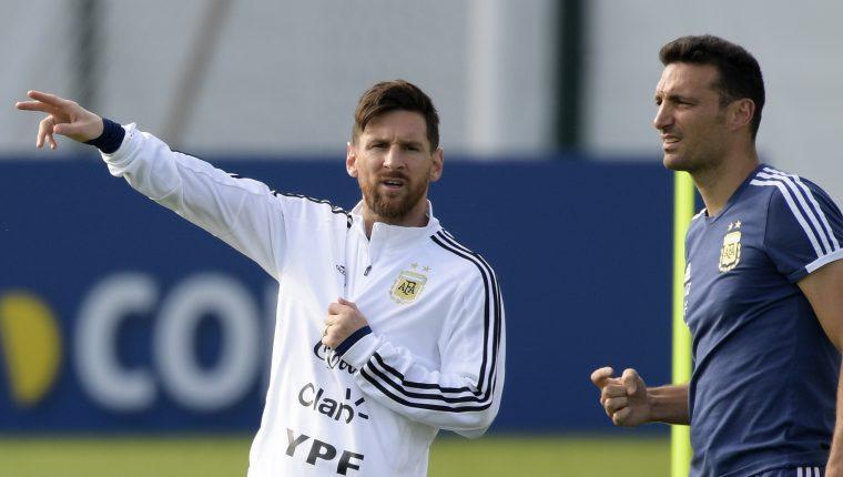Lionel Scaloni tiene claro que Messi siempre tendrá un lugar en la Selección de Argentina. (Foto Prensa Libre: AFP)