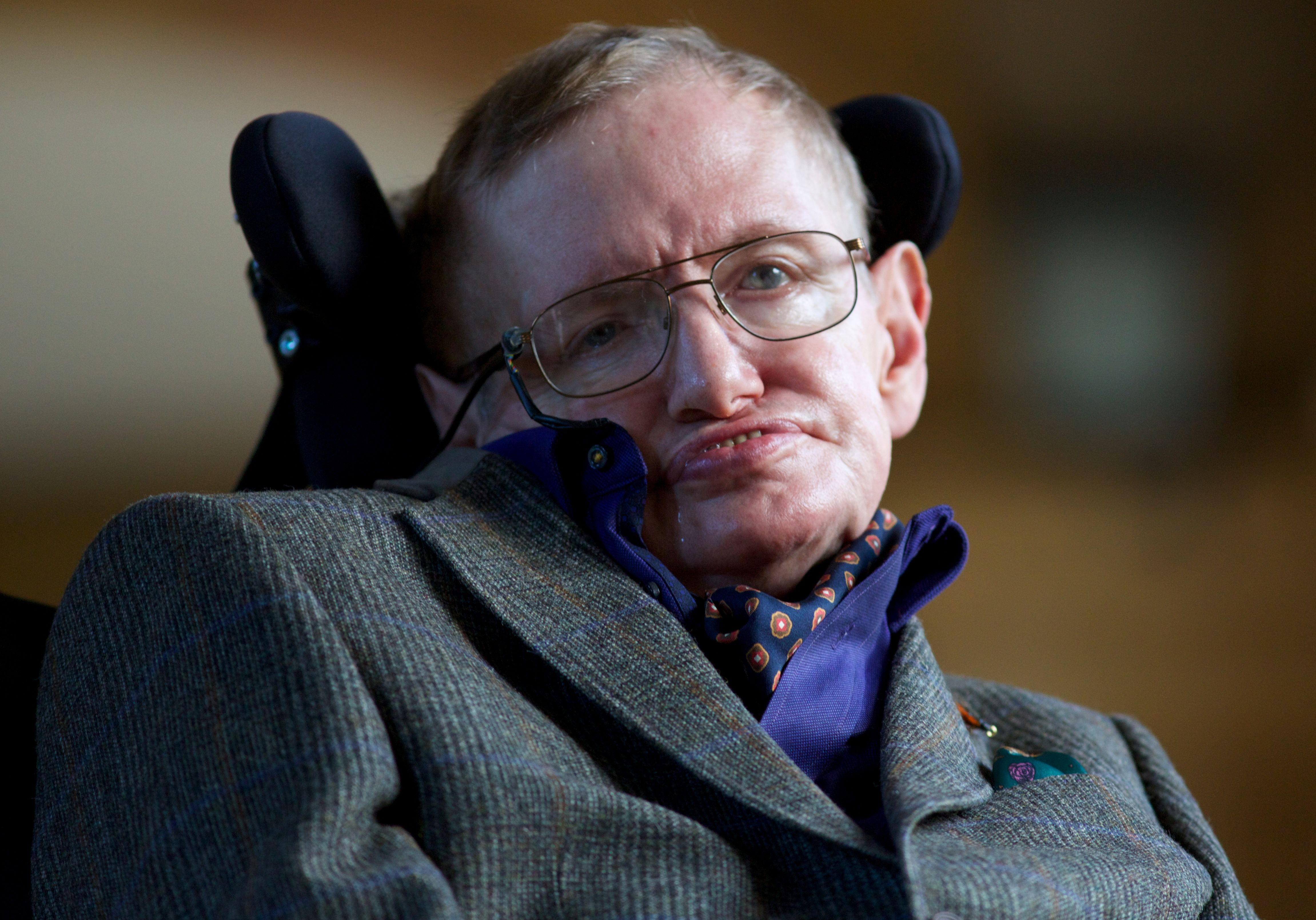 ¿Una preocupación más? Estas son las predicciones de Stephen Hawking sobre el futuro de la humanidad