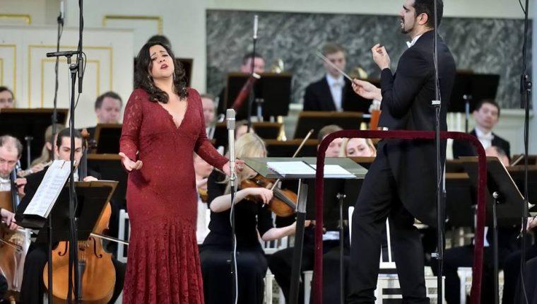 Adriana González, artista residente de la Ópera Nacional de París en una de sus presentaciones. (Foto Prensa Libre: Facebook Adriana González)