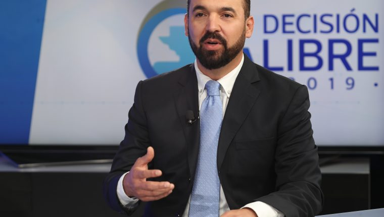 Amílcar Rivera, candidato presidencial del Partido Victoria, presenta su plan de Gobierno en el programa Sin Filtro Electoral. (Foto Prensa Libre: Esbin García)