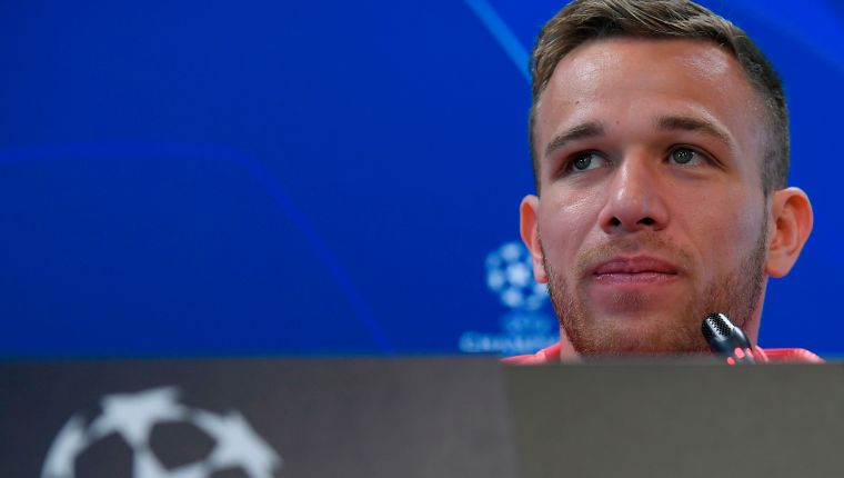 Barcelona's Brazilian midfielder Arthur gives a press conference at the Joan Gamper Sports Center in Sant Joan Despi on March 12, 2019 on the eve of the Champions League round of 16, second leg football match between FC Barcelona and Olympique Lyonnais. (Photo by LLUIS GENE / AFP)