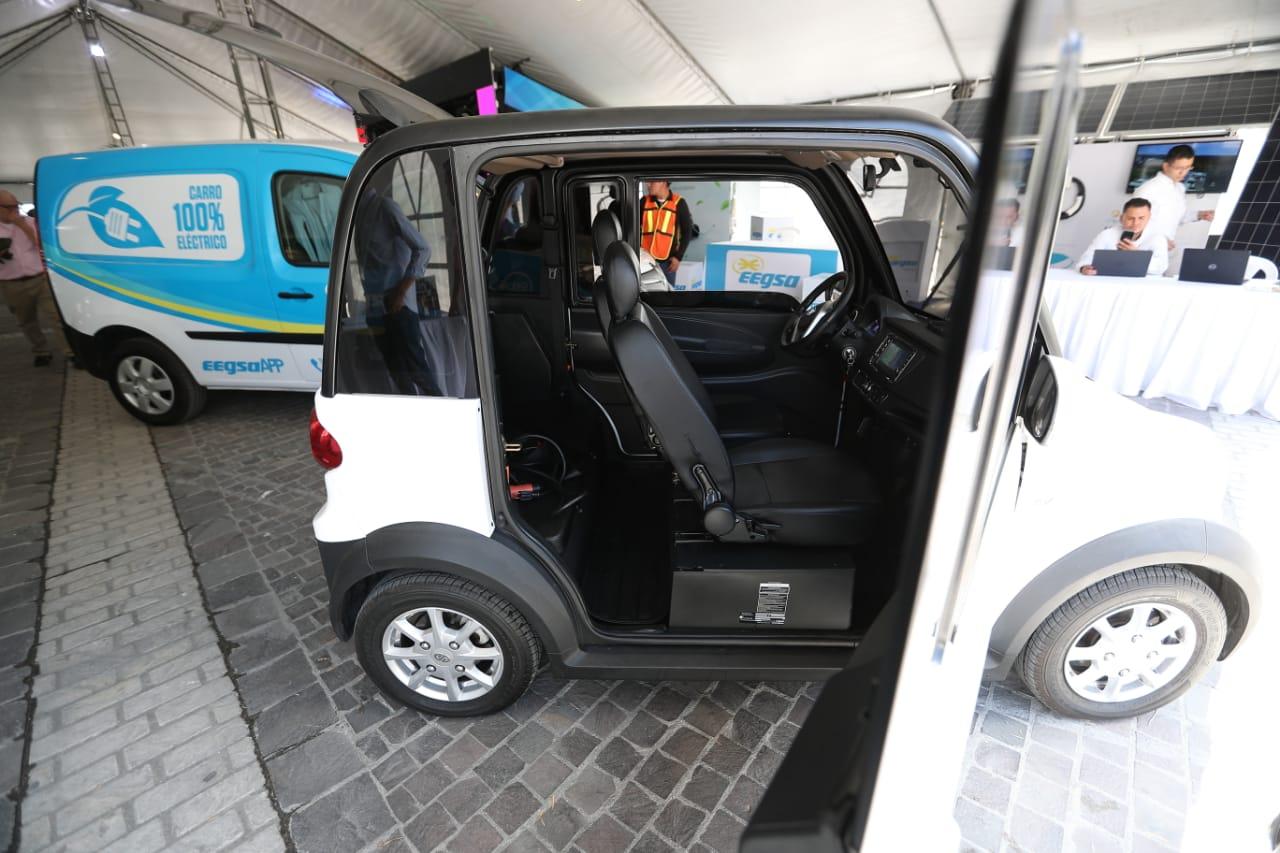 En el país ya se ofrece variedad de vehículos eléctricos. (Foto, Prensa Libre: Carlos Hernández).