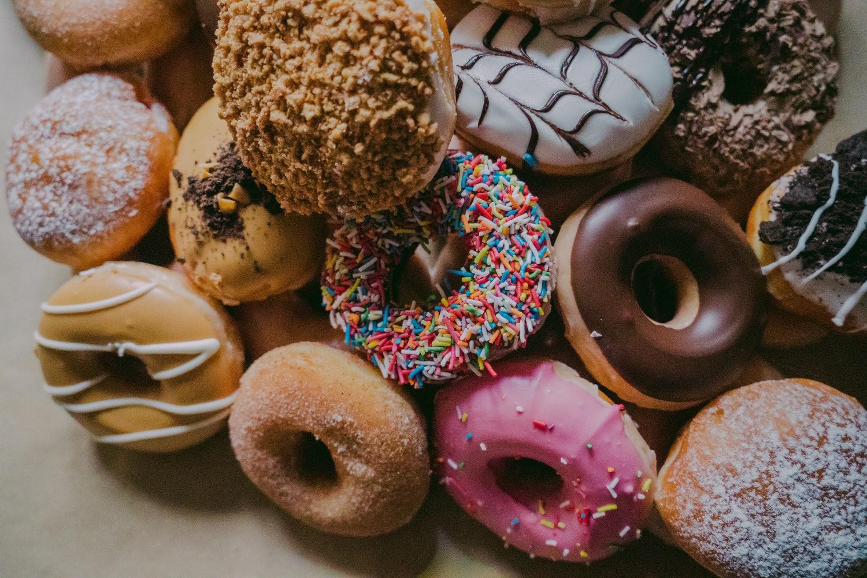 La OMS recomienda reducir el consumo de azúcar libre por debajo del 10% de la ingesta calórica total del día. (Foto Prensa Libre: Servicios)