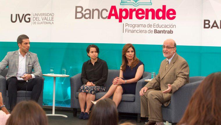Michel Caputi CEO de Bantrab, Eugenia Tobar directora de Bancaprende, Carmen Ortiz Directora de comunicación y Mercadeo de Bantrab y Roberto Moreno rector de UVG, en el lanzamiento de BANCAPRENDE