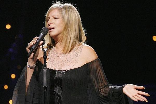 """La cantante y actriz Barbra Streisand ofreció controversiales declaraciones acerca del documental """"Leaving Neverland"""". (Foto Prensa Libre: HemerotecaPL)"""