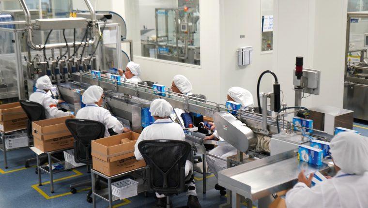 Operación de la planta de producción de medicamentos  de Bayer en Guatemala. (Foto, Prensa Libre: Bayer).