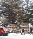Un autobús de transporte extraurbano volcó en Olintepéque, Quetzaltenango. (Foto Prensa Libre: Mynor Toc)