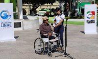 Osmín Castro comenta las necesidades que hay en la Ciudad de Jutiapa durante el Cabildo Abierto. (Foto Prensa Libre: Hemeroteca PL)