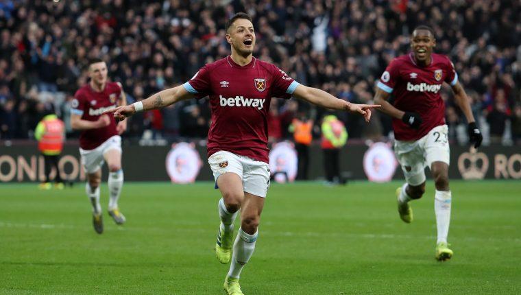 Javier el Chicharito Hernández fue la figura en el triunfo del West Ham United  contra el Huddersfield (Foto Prensa Libre: tomada de Twitter)