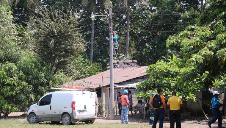 Por la falta de energía eléctrica se carece de alumbrado público en comunidades de Nueva Concepción, Escuintla. (Foto Prensa Libre: Enrique Paredes)