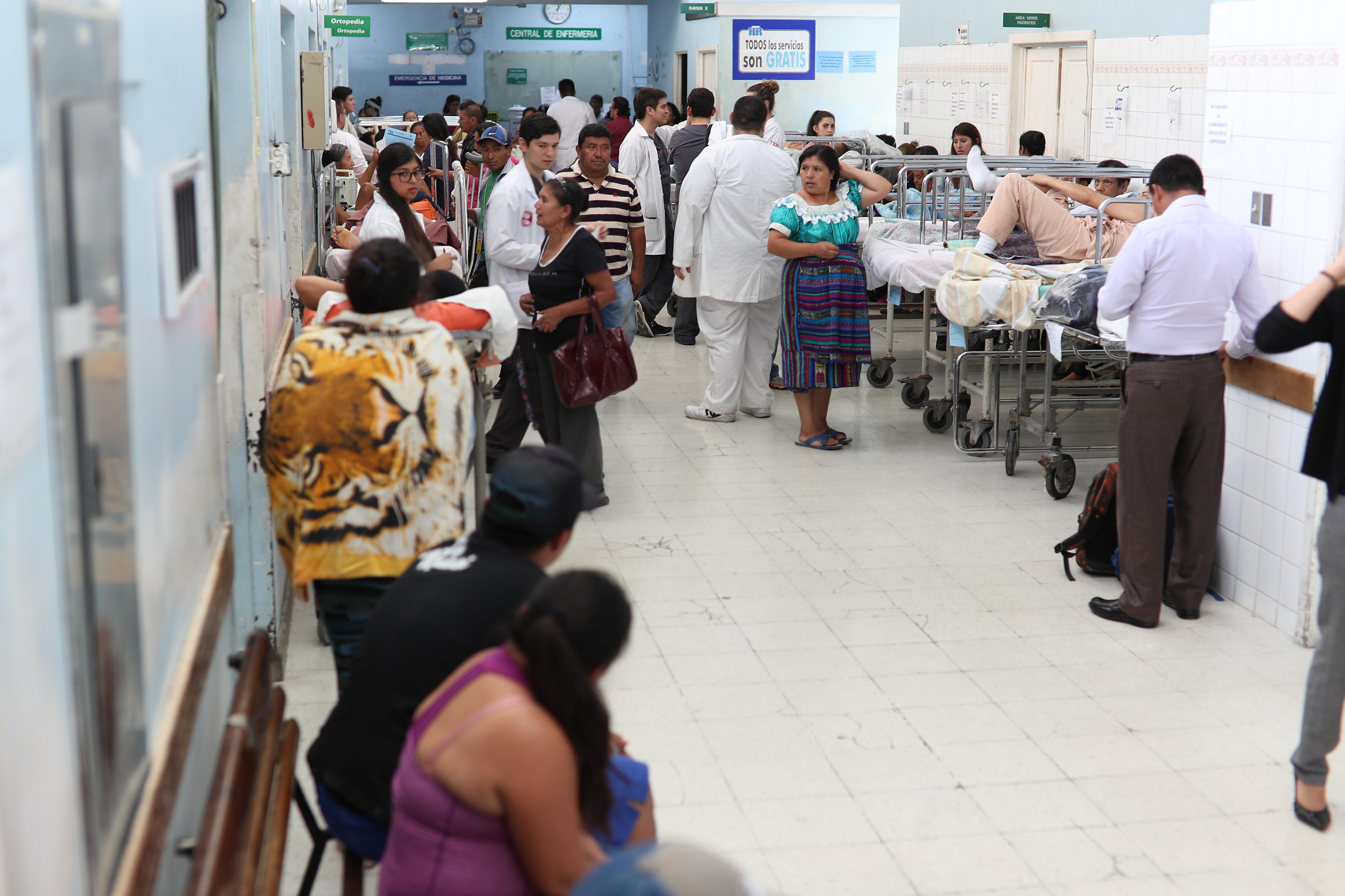 Los niveles de atención en los hospitales y centros del salud del país no logran cubrir la demanda de los guatemaltecos en el tema de salud. (Foto Prensa Libre: Hemeroteca PL)