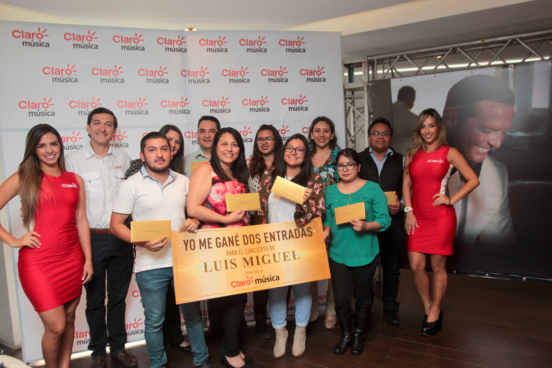 Las ganadoras de entradas dobles de la primera promoción de Claro música para el concierto de Luis Miguel