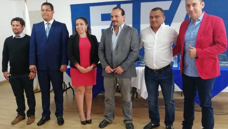 El diputado José Alejandro de León Maldonado (al centro con saco gris) resultó vencedor de los comicios celebrados en la Primera División (Foto Prensa Libre: tomada de Twitter)