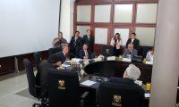 El contralor General de Cuentas en Funciones Fernando Fernández acudió a una sesión de la Instancia de Jefes de Bloques en el Congreso. (Foto Prensa Libre: Carlos Álvarez)