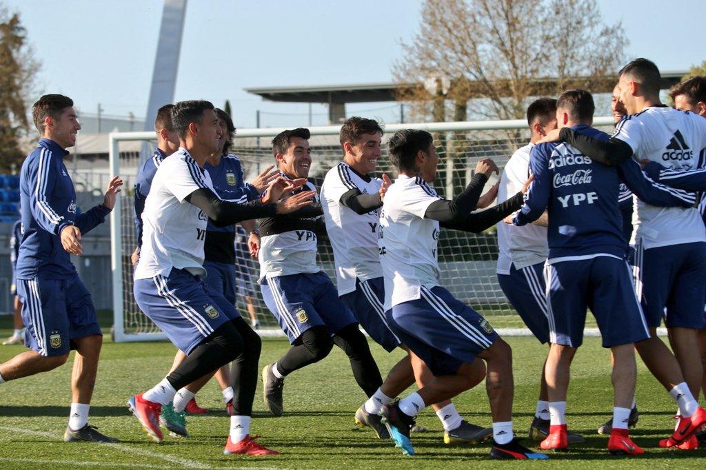 Entrenamiento de la Selección de Argentina en Madrid. (Foto Prensa Libre: Twitter @Argentina)