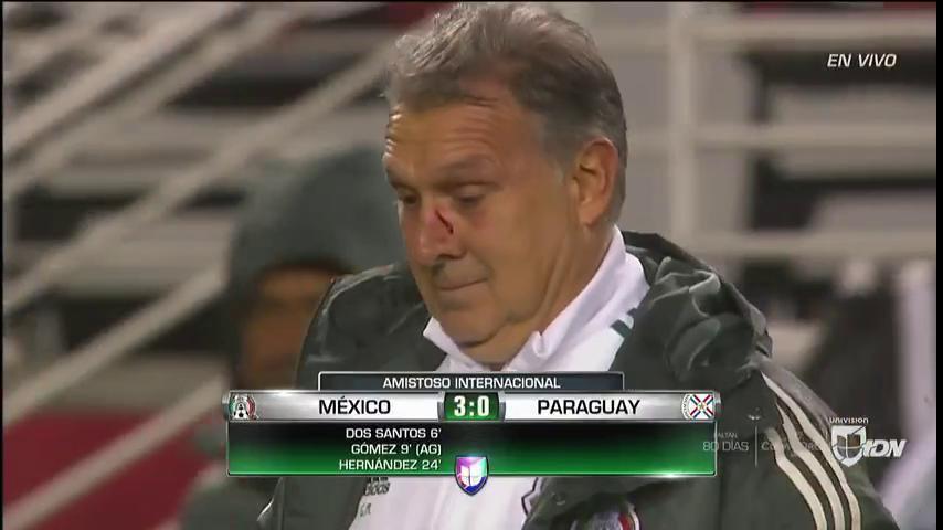 El Tata Martino recibió un golpe en la cara pero Berizzo se disculpó con él. (Foto Prensa Libre: Twitter)