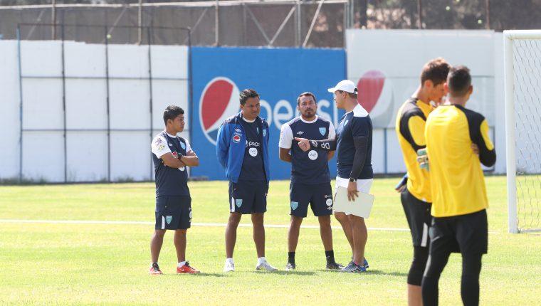 Amarini Villatoro durante el entrenamiento de este sábado por la mañana, en el Proyecto Goal. (Foto Prensa Libre: Edwin Fajardo)