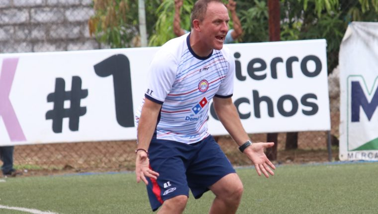 Ramiro Cepeda dirigió su último juego ante Malacateco donde Xelajú perdió 3-0. (Foto Prensa Libre: Raúl Juárez)