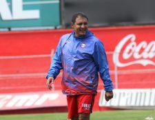 El entrenador Wálter Horacio González comienza una nueva era con el Xelajú MC. (Foto Prensa Libre: Raúl Juárez)