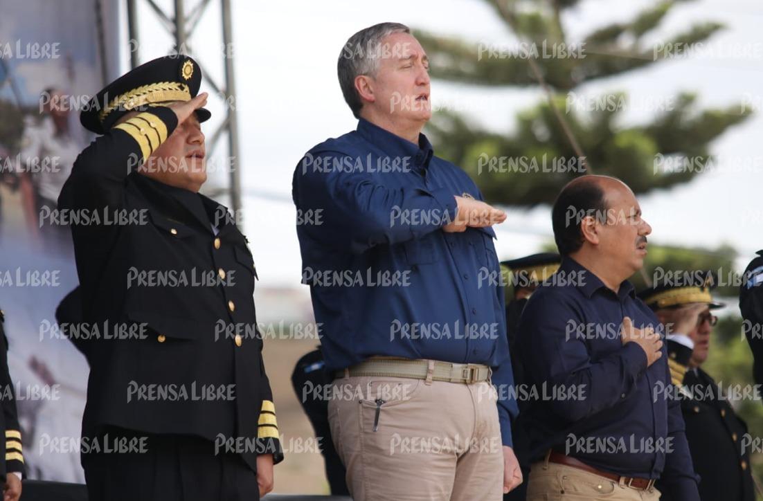 El ministro de Gobernación, Enrique Degenhart asiste a la graduación de agentes de PNC en Huehuetenango. (Foto Prensa Libre: Mike Castillo)