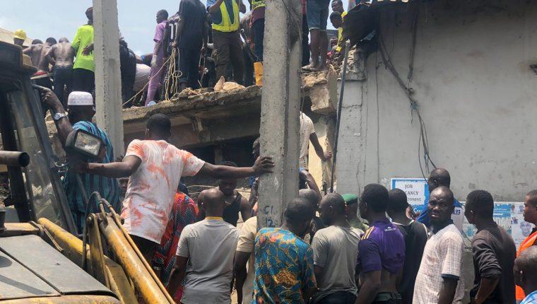 Los menores quedaron atrapados en el edificio, se teme que haya fallecidos. (Foto: The Punch Newspapers)