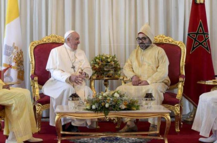"""El papa afirma en Marruecos que la inmigración no se resuelve con """"barreras"""""""