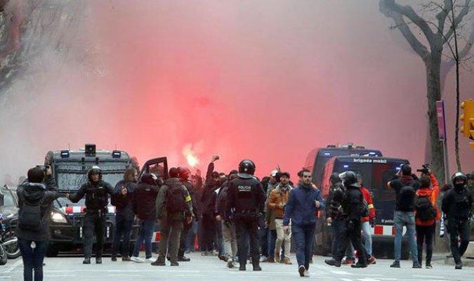 Aficionados protagonizaron un lamentable episodio en Barcelona. (Foto Prensa Libre: EFE)
