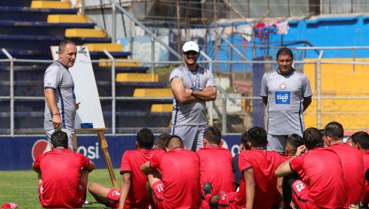 El entrenador argentino Ramiro Cepeda denunció ante el MP a la dirigencia del Xelajú MC y a una de sus porras (Foto Prensa Libre: Hemeroteca PL)