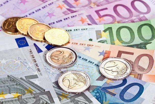 ¿El euro más barato que el dólar? Esta es la propuesta de la UE para promover su divisa