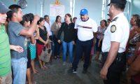 Aula donde se reunieron padres de familia y los maestros expulsados. (Foto Prensa Libre: Cristian Soto).