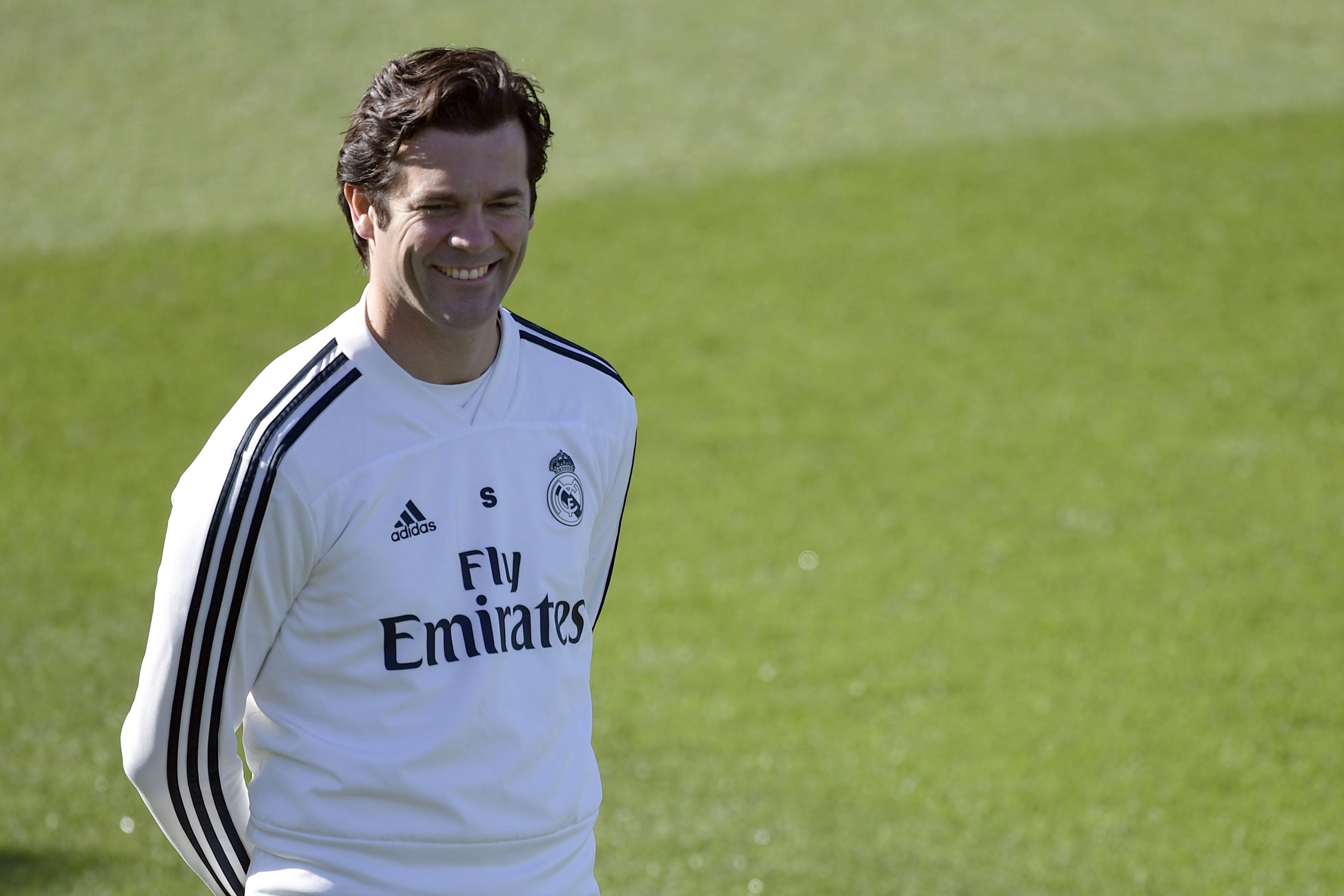 Santiago Solari,durante el entrenamiento de este viernes con el Real Madrid. (Foto Prensa Libre: AFP)