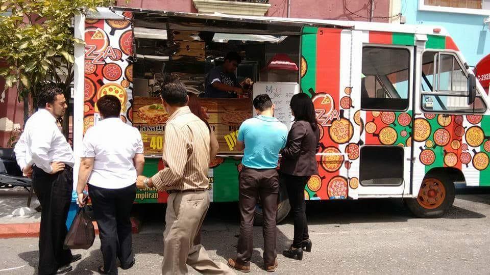 Después del surgimiento de los food trucks en Guatemala los requisitos se han estandarizado de manera que los problemas legales no impacten en la inversión. (Foto Prensa Libre: Cortesía)