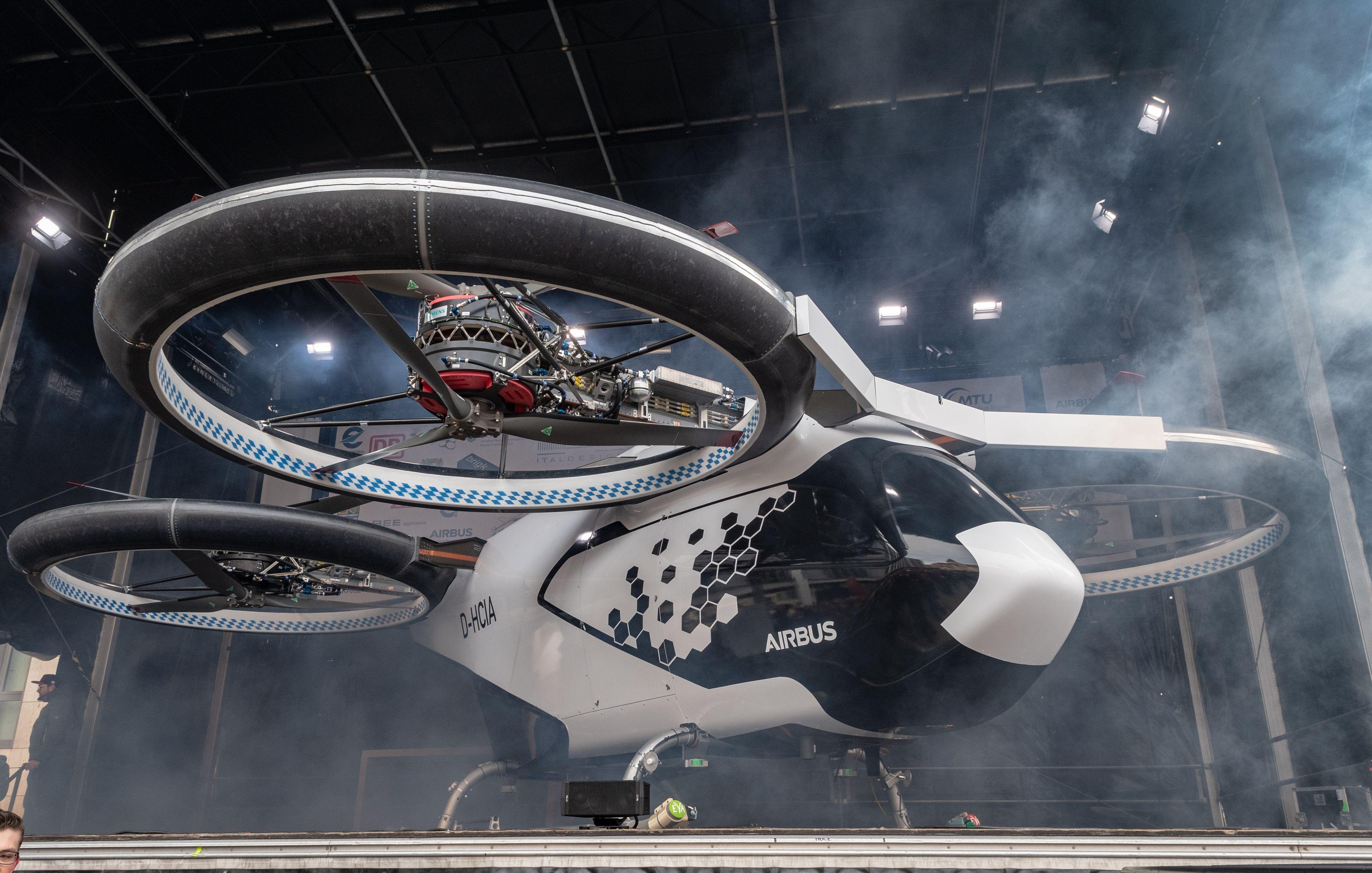 """El nuevo taxi aéreo """"CityAirbus"""" podría cambiar al transporte público del futuro. (Foto Prensa Libre: AFP)"""