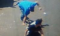 Momento en que sicario intenta huir con cómplices en Chiquimula. (Foto Prensa Libre: Tomada de video).