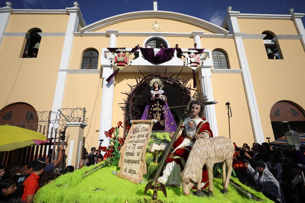 La dolorosa acompaña la procesión de Domingo de Ramos del Jesús de los Milagros. Foto Prensa Libre: Jorge Ordóñez
