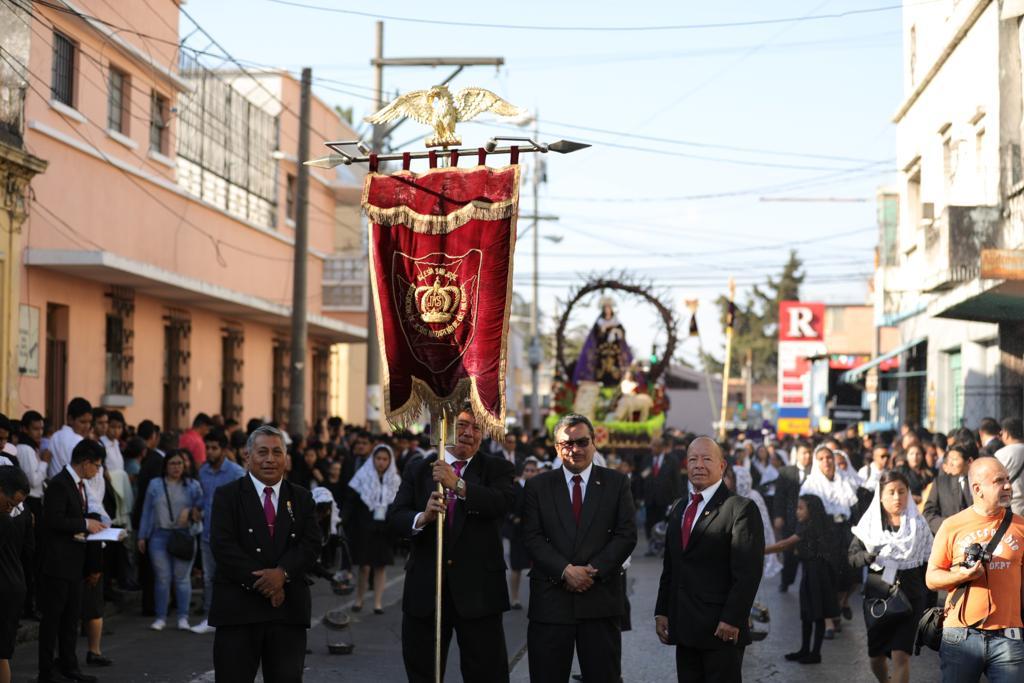 Esta tarde se llevo a cabo la procesión de velación de la Virgen de Dolores de la iglesia San José, zona 1. Foto Prensa Libre: Jorge Ordóñez