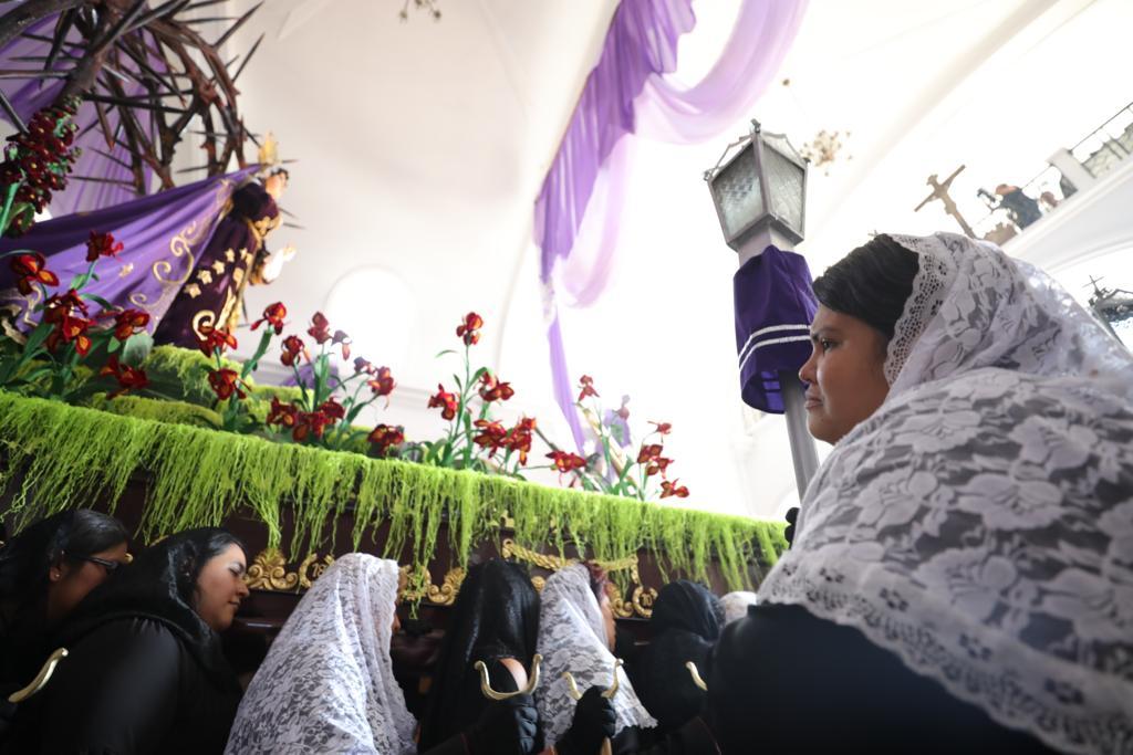 Las damas josefinas tuvieron el honor del turno de salida. Foto Prensa Libre: Jorge Ordóñez