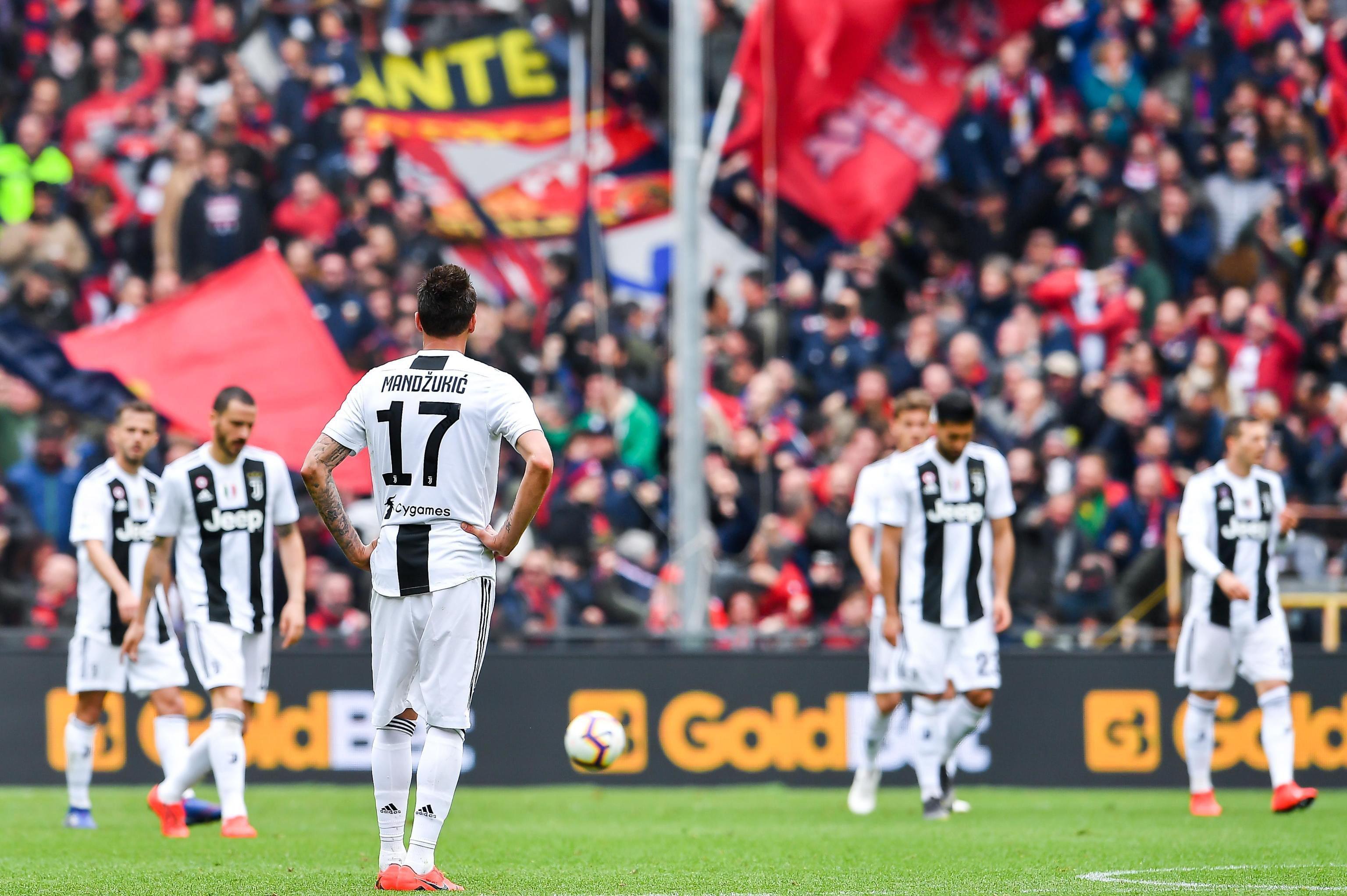 Los jugadores de la Juventus muestran su descontento. (Foto Prensa Libre: EFE)