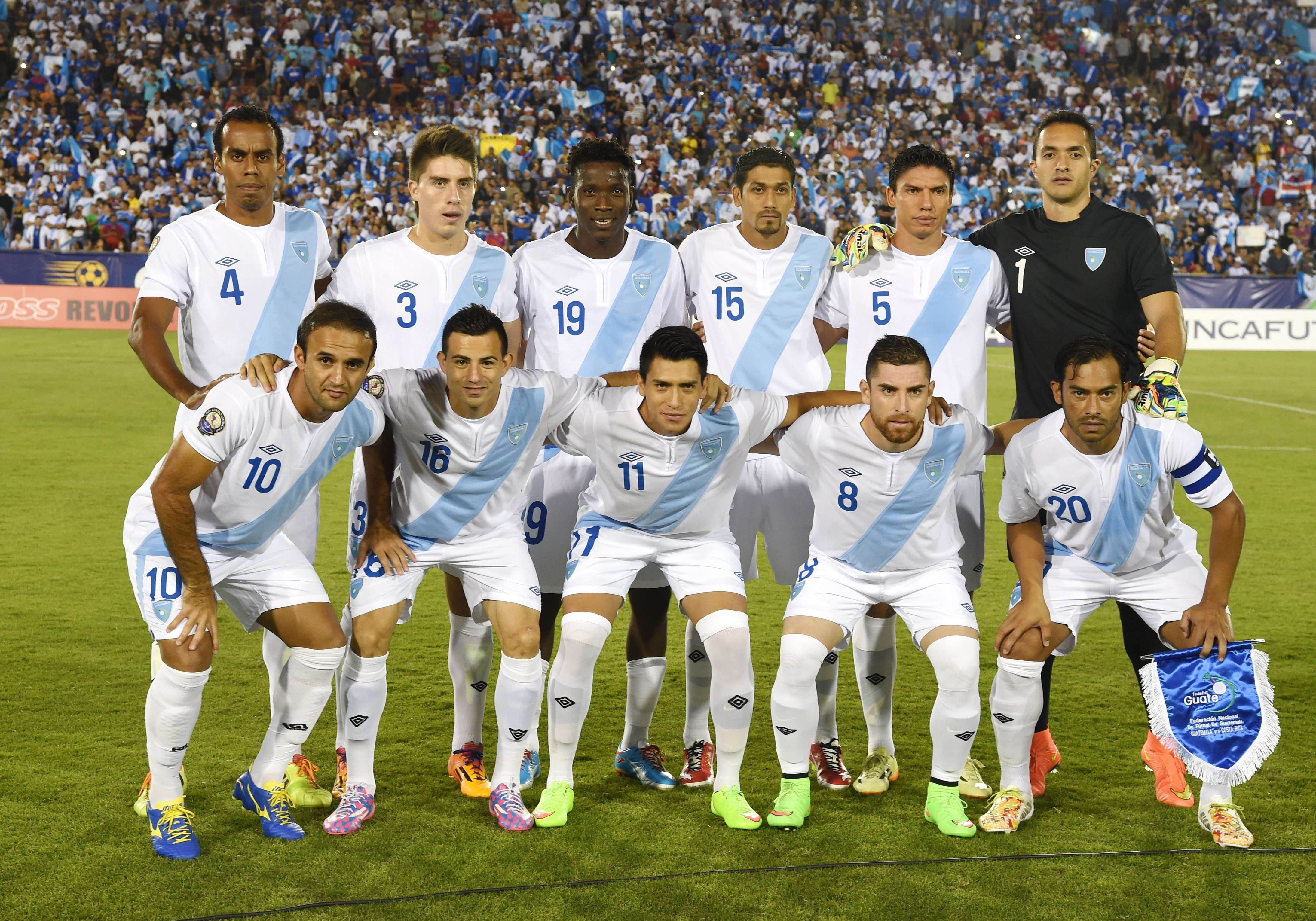 Guatemala's soccer team poses before their Central American Cup Tigo 2014 USA First Place finals Match against Costa Rica at the LA Memorial Coliseum in Los Angeles on September 13, 2014.   AFP PHOTO / Robyn Beck