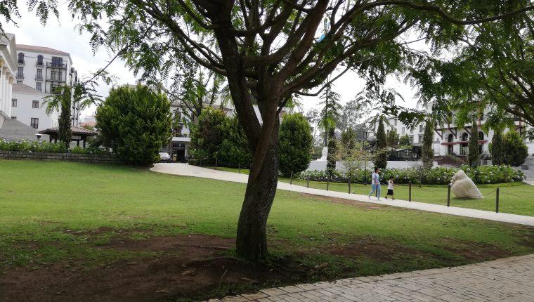 Durante la semana algunos lugares de Paseo Cayalá son poco transitados.(Foto Prensa Libre: José Patzán)