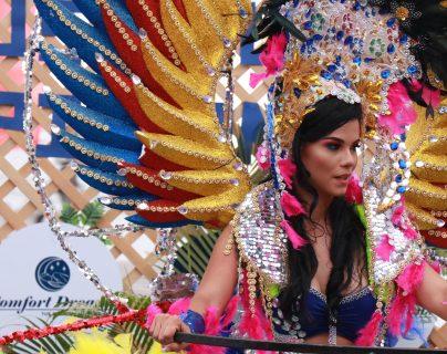 Laura Bariatti lució este colorido atuendo durante el Carnaval de Mazatenango 2019. (Foto Prensa Libre: Cristian Soto)