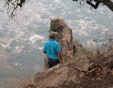 El camino hacía el cerro Nariz del Indio en la parte alta se vuelve rocoso y de acceso complicado. (Foto Prensa Libre: Raúl Juárez)