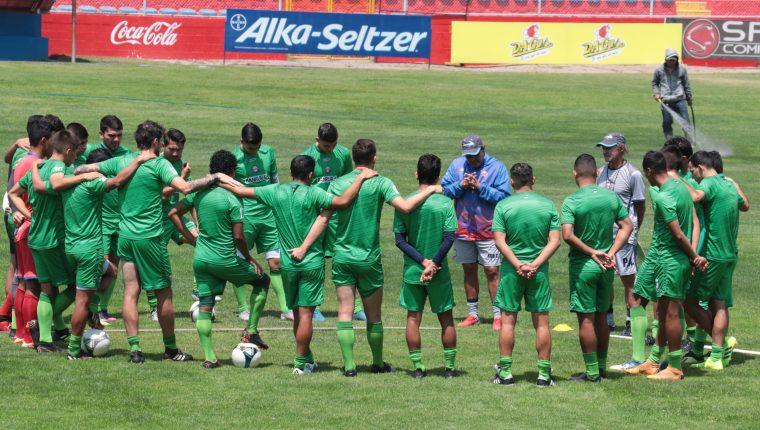 Xelajú hizo su última práctica y luego viajó a Siquinalá para enfrentar al equipo naranjero. (Foto Prensa Libre: Raúl Juárez)