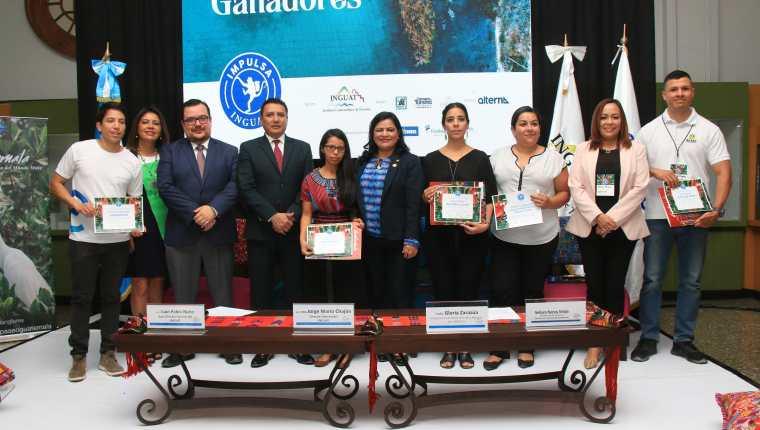 Los ganadores de la cuarta edición de IMPULSA- INGUAT. (Foto Prensa Libre: Inguat)