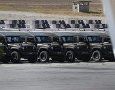 Los vehículos militares J8 fueron concentrados en la Fuerza Aérea Guatemalteca un día después del anuncio de la suspensión de ayuda de EE. UU a las fuerzas de tarea. (Foto Prensa Libre: Hemeroteca PL)