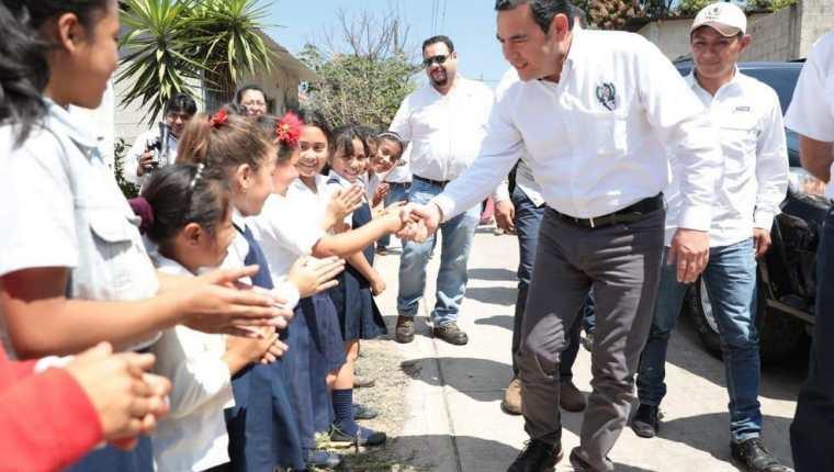 El presidente Jimmy Morales asistió este jueves a la inauguración de un tramo carretero en Santa Rosa. (Foto Prensa Libre: Gobierno de Guatemala)