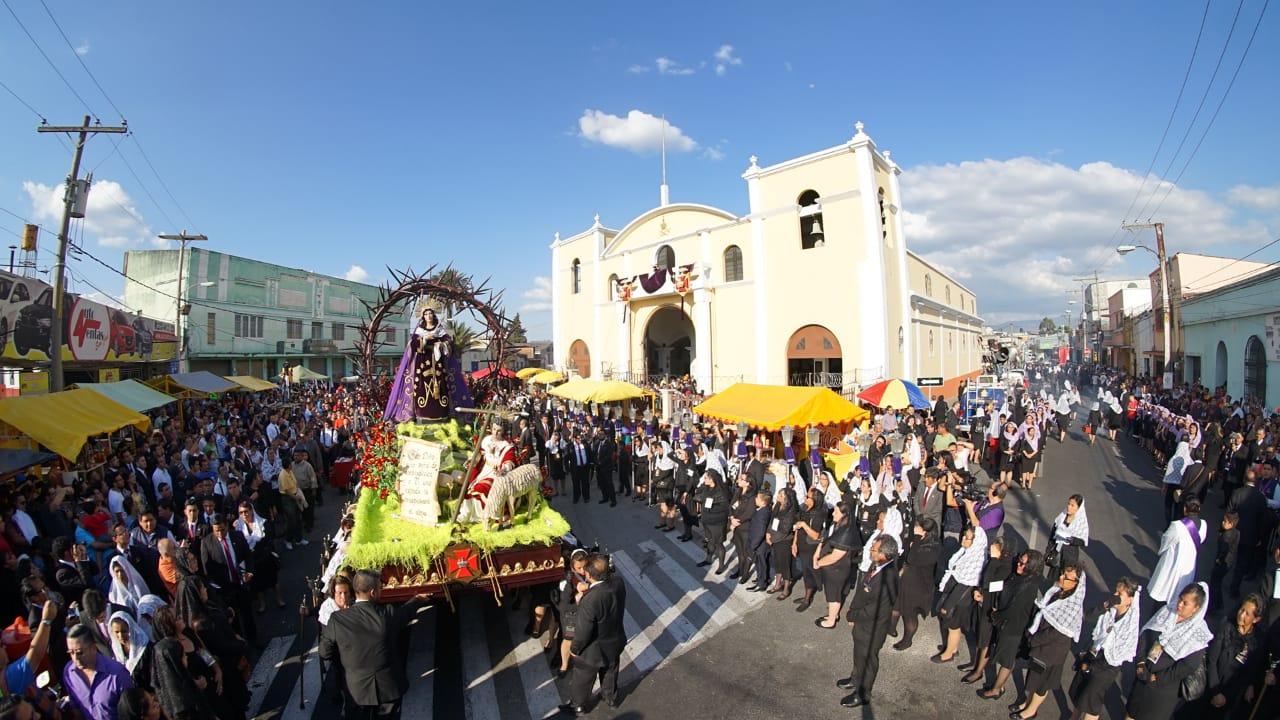 La procesión es conocida como Penitencial de los Siete Dolores de la Virgen. Foto Prensa Libre: Jurgen Wellman