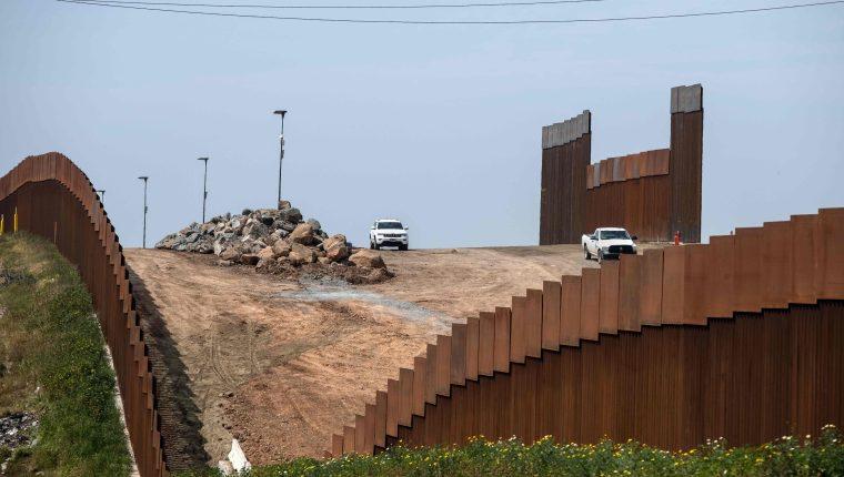 Agentes patrullan cerca del muro fronterizo, en Tijuana, Baja California. (Foto Prensa Libre: Hemeroteca PL)