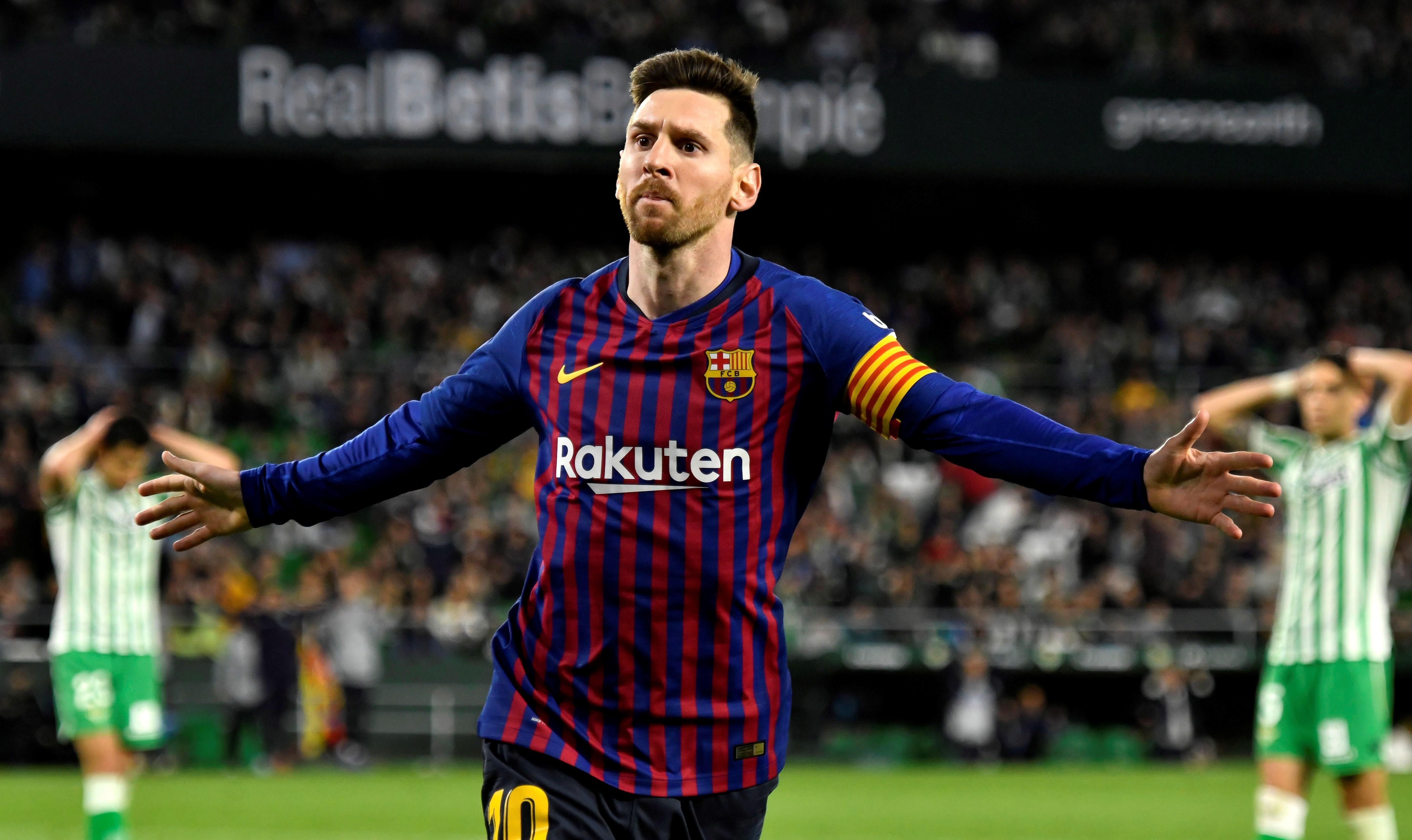 El delantero argentino del FC Barcelona, Leo Messi, celebra el cuarto gol del equipo blaugrana. (Foto Prensa Libre: EFE)